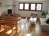 Obývák s jídelnou v AP 2 patro - pronájem apartmánu Srní