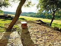 kamenná terasa - pronájem chalupy Zdíkov