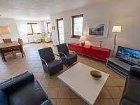 obývací pokoj a jídelna vila 220 Lipno nad Vltavou - k pronájmu