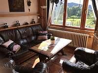 Apartmán 1 - Obývák s výhledem na zahradu - k pronájmu Nová Pec - Pěkná