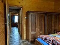 Apartmán 2 - pohled z 1. ložnice do obýváku - Nová Pec - Pěkná