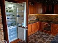 Apartmán 2 - prostorná lednička s mrazákem - Nová Pec - Pěkná