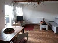 Obývací pokoj - chalupa k pronájmu Pasečná
