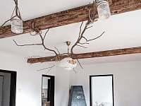 Strop v obývacím pokoji - chalupa k pronajmutí Pasečná