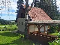 zadní pohled na chatu - k pronájmu Horní Planá