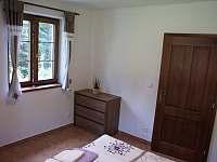 Ložnice apartmánu v přízemí - pronájem chalupy Stachy - Kůsov