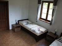 Pokoj apartmánu v přízemí - chalupa k pronajmutí Stachy - Kůsov
