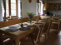Společenská místnost s kuchyní - pronájem chalupy Stachy - Kůsov