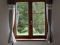 Výhled z okna apartmánu v přízemí