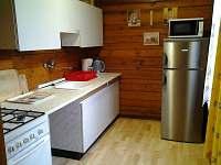 Kuchyňský kout ve druhé chatě.
