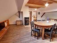 kuchyně podkroví + společenská místnost - Chlum