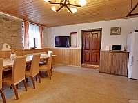 kuchyně + společenská místnost - chalupa ubytování Chlum