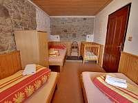 ložnice přízemí - pronájem chalupy Chlum