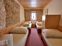ložnice přízemí - chalupa k pronájmu Chlum