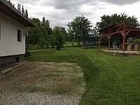 parkoviště, zahrada - chalupa k pronajmutí Zdíkov