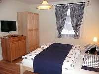 Pokoj přízemí, manželská postel 200x180cm