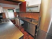 Plně vybavená nerez kuchyně s myčkou,MW troubou, Liebherr lednicí s mrazákem... - Frymburk