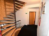 schody do podkroví - apartmán k pronájmu Volary