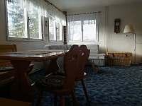 Chalupa Pasečná_obývací pokoj s rozkládající sedací soupravou