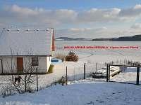 Pohled od silnice k jihu zimní