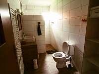 Chalupa v Pěkné - koupelna s WC -