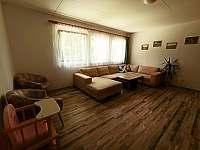 Chalupa v Pěkné - obývací pokoj -
