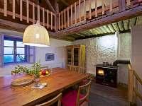 Společenská místnost - kuchyně s kamny