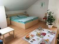 Ložnice v patře - pronájem vily Lipno nad Vltavou