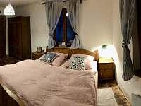 Ložnice 1 (přízemí, celá místnost) - pronájem chalupy Nezdice na Šumavě