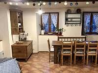 Společenská místnost (jídelna a výčep) - chalupa k pronajmutí Nezdice na Šumavě