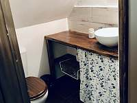 WC s umyvadlem (podkroví) - Nezdice na Šumavě