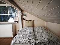 Podkrovní pokoj s výhledem do lesa - chata k pronájmu Přední Výtoň