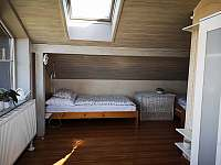 Podkrovní pokoj s výhledem na sever - pronájem chaty Přední Výtoň