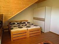 Pokoj 1 - dvoulůžkový pokoj s koupelnou - pronájem srubu Hlavňovice