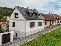Pension Tauchen - Pohled na dům z podhradí - Rabí