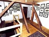 schodiště - chalupa k pronájmu Budilov