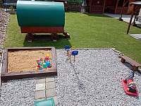 Dětské hřiště - chalupa k pronajmutí Lazny