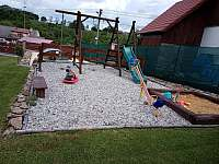 dětské hřiště - chalupa ubytování Lazny