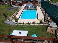zapuštěný bazén 4x3m - chalupa k pronajmutí Lazny