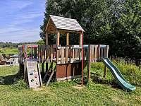 Dětské hřiště u apartmánu - k pronajmutí Nová Pec - Nové Chalupy
