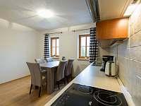Jídelna s kuchyňským koutem - apartmán ubytování Nová Pec - Nové Chalupy
