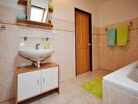 koupelna v 1. patře - pronájem chalupy Stachy