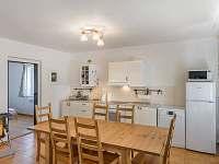 obývák s vybavenou kuchyní - chalupa ubytování Stachy