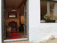 vchod ze zahrady do ložnice apartmánu Provence - Kašperské Hory - Trnov