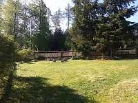výhled na ohniště - pronájem chaty Mladice