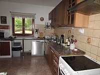 kuchyně - chalupa k pronájmu Čeňkova Pila