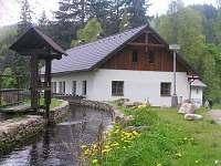 vodní náhon - chalupa k pronajmutí Čeňkova Pila