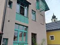 pohled na dům ze dvora - apartmán ubytování Velhartice