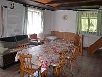 společenská místnost/jídelna - chalupa k pronajmutí Nespice
