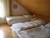 3- lůžkový pokoj ve 2. patře - chalupa k pronájmu Nové Hutě